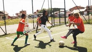 """Принцесата на Катар игра футбол с деца във """"Факултета"""""""