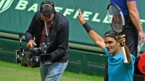 Неочаквано сложна победа изведе Федерер до финала в Хале