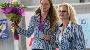 Стефка Костадинова връчи медала на олимпийската вицешампионка Милка Манева (видео + галерия)