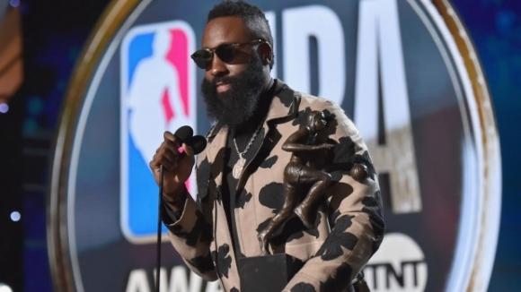 """Джеймс Хардън спечели наградата за """"Най-полезен играч"""" в НБА, Бен Симънс е """"Новобранец на годината"""""""