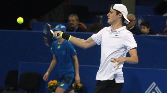 Лазаров на 1/4-финал в Тунис, загуба за Вангелова в Чехия