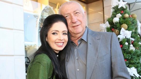 Бивш президент на Левски стяга сватба с 34 години по-млада от него
