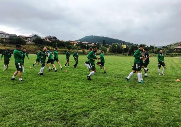 Отборът от играчи без договор се готви за два контролни мача