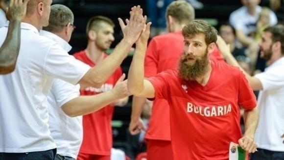 България замина за мача с Чехия без двамата си капитани