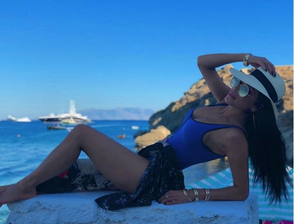 Никол отпразнува юбилея си на остров Миконос (снимки+видео)