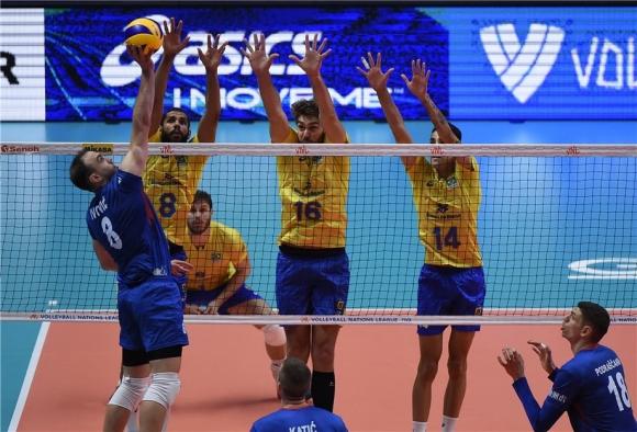Бразилия с първа победа на финалите (видео)
