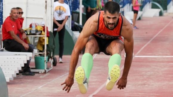 36-годишният Караилиев не даде шанс на съперниците си в тройния скок
