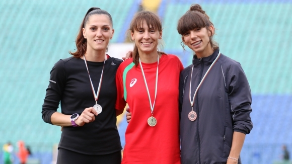 Полина Тодорова и Алекс Василев са шампионите на 800 метра