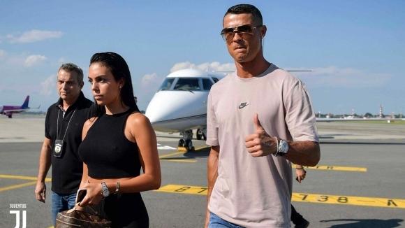 В Торино не гледат финала: Кристиано Роналдо пристигна в града (видео + снимки)