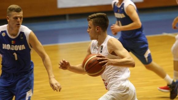 Младежите разбиха Молдова за три поред (галерия)