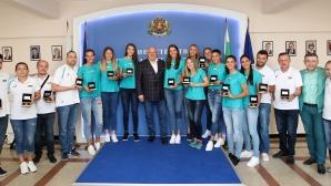 Министър Кралев награди волейболните ни националки (снимки)