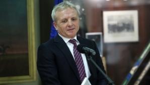 Гриша Ганчев разговаря с Ел Маестро и Бодуров след мача с Рига