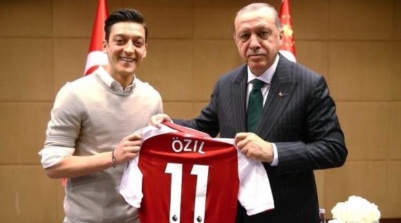 Ердоган застана зад Месут Йозил