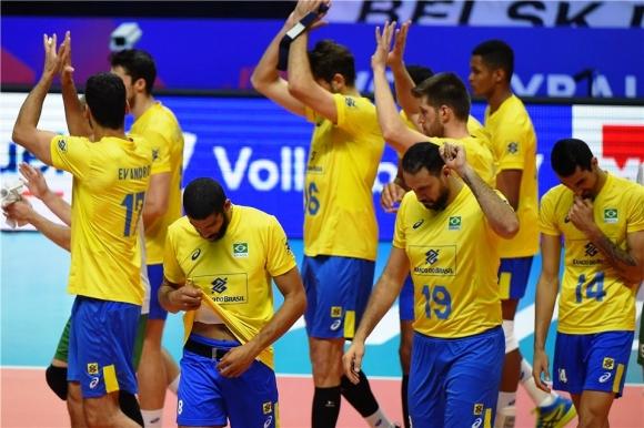 Национал на Бразилия аут за 6 месеца