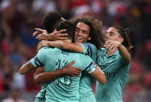 Арсенал вкара пет на ПСЖ, добро завръщане на Йозил (видео)