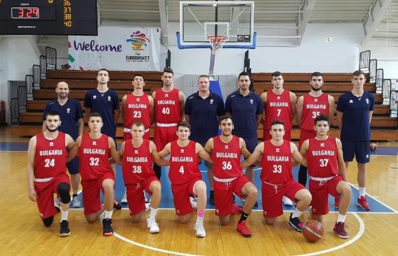 България победи категорично Албания на Eвропейското