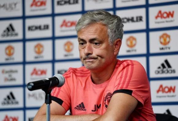 Поведението на Моуриньо смущава играчите и ръководството на Юнайтед, заговори се дори за уволнение