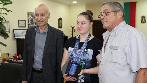 Щангистка получи статуетка от кмета на Хасково
