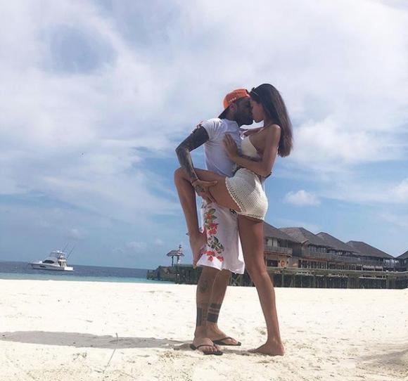 Дани Алвеш и Йоана Санц страстни на Малдивите