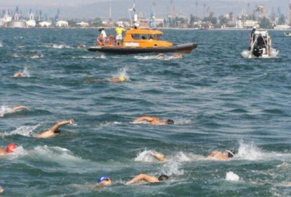 Варненци спечелиха първото място при мъжете и жените в плувния маратон Галата-Варна