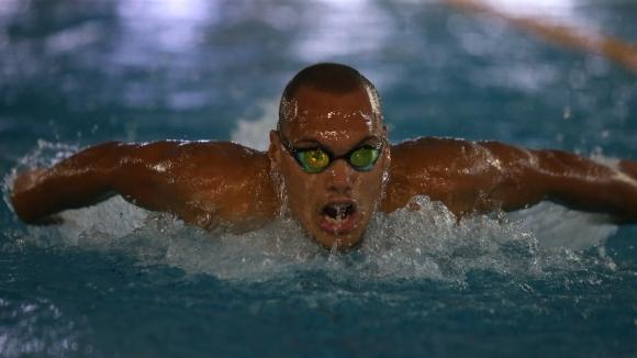 Антъни Иванов отпадна в сериите на 50 метра бътерфлай
