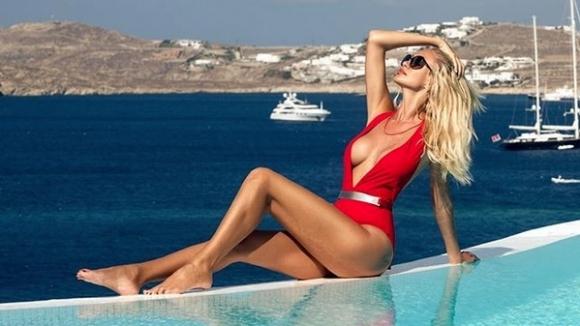 И Виктория Лопирева избра да летува на Миконос (снимки)