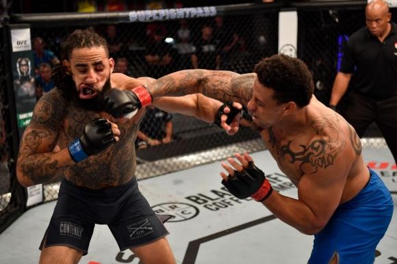 Нова звезда от американския футбол влиза в UFC