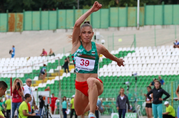 Габи Петрова се класира за финала още с първия си скок