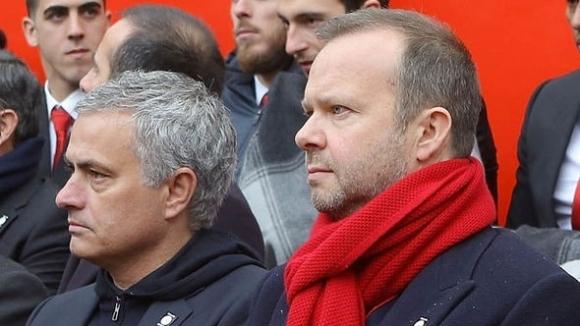 И на шефовете в Юнайтед им писна от мрънкането на Моуриньо