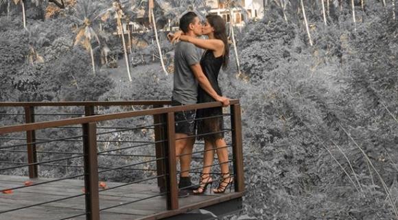 Мишо Александров и прекрасната Деница празнуват 7 години любов (галерия)