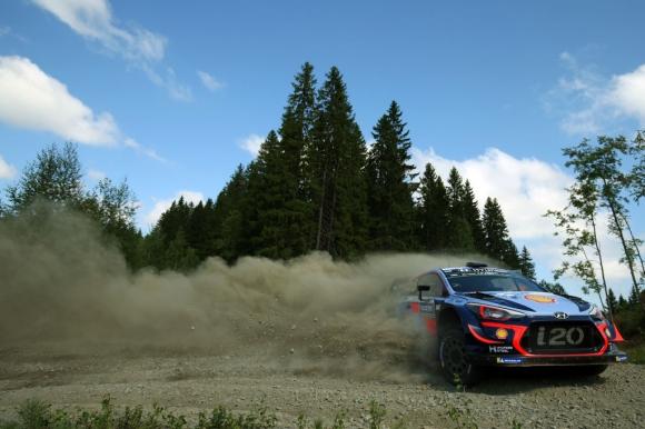 Лидерът във WRC подписва нов договор с Hyundai