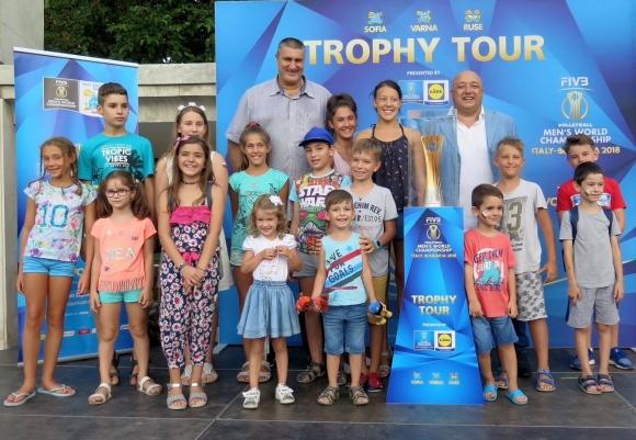 Красен Кралев и Любо Ганев представиха Световната купа по волейбол във...