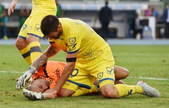Вратарят на Киево в болница след сблъсъка с Роналдо