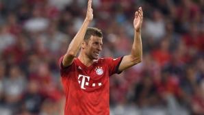 Мюлер ознаменува специалния си мач с два гола, Байерн пак громи (видео)
