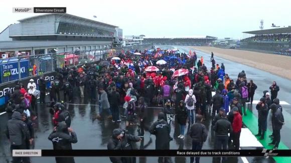 """Дъждът принуди MotoGP да отмени състезанието на """"Силвърстоун"""""""
