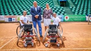 Министър Кралев връчи спортни колички на тенисистите Зоя Чавдарова и Калин Асенов