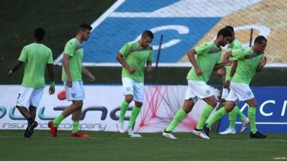 Шиха коляното на халф от Черно море, футболистът под въпрос за Витоша