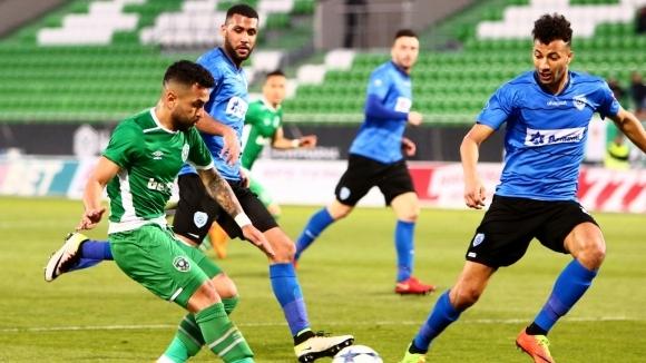 Илиас Хасани в състава на Алжир