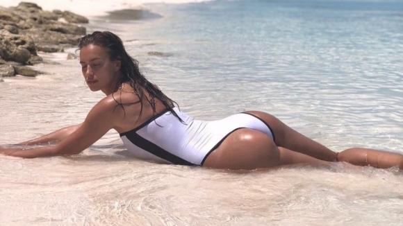 Бивша на Роналдо рекламира бельо с волейболист