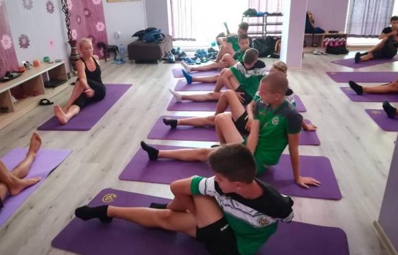 Нефтохимик U15 започна занимания по йога