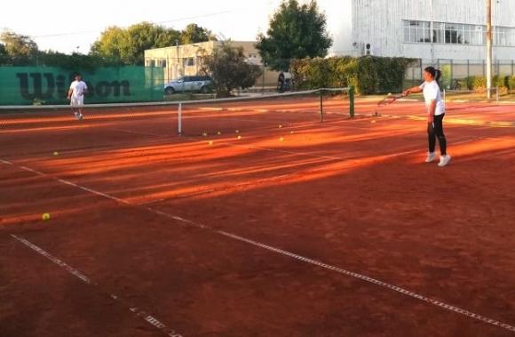 Eкзекутор на Григор, Чорич и Тийм изнесе открит урок по тенис в Каварна