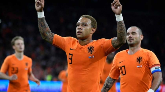 Депай донесе победа на Холандия, Снайдер се сбогува с отбора