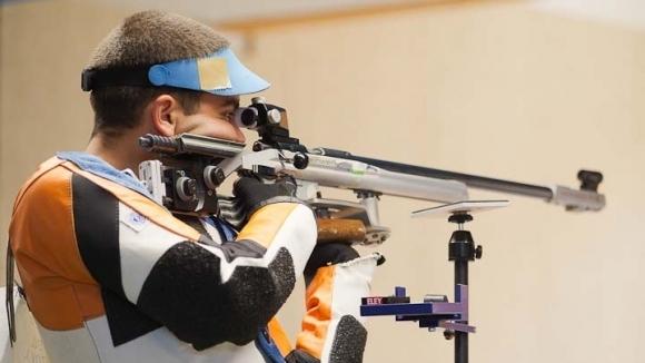 Антон Ризов 39-и на пушка от три положения