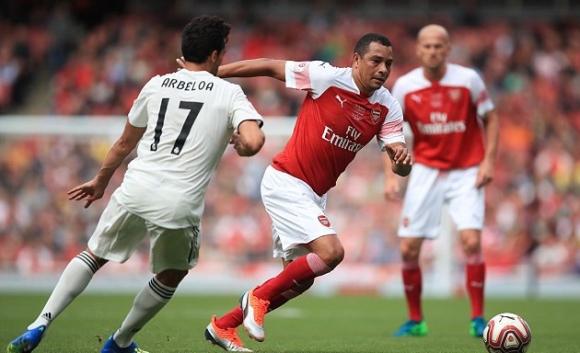 Легендите на Арсенал и Реал направиха здрав мач, вратар вкара победния гол (видео)