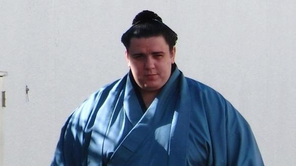 Аоияма започна със загуба в Токио