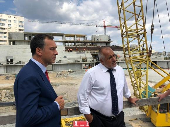 """Министър председателят инспектира строежа на спортната зала """"Арена Бургас"""" (видео + снимки)"""