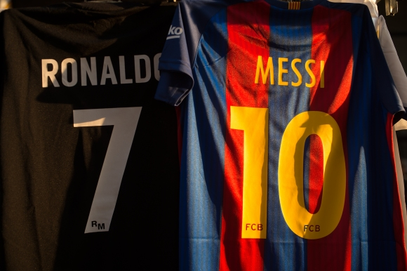 Тевес обясни като очевидец каква е голямата разлика между Меси и Роналдо
