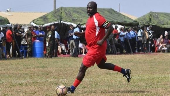 Президентът Джордж Уеа се завърна в игра за Либерия