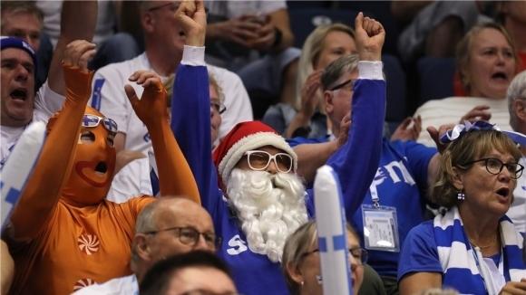 Дядо Коледа ще подкрепя Финландия срещу Полша?! (снимки)