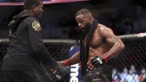 Тайрън Уудли получи не един, а два колана в UFC 228